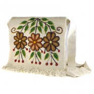 White embroidered Ayacucho bag