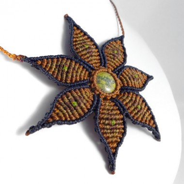 Serpentine macrame flower necklace