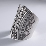 Anillo tribal Tai largo