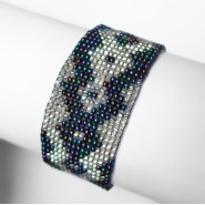 Iridiscent shipibo bracelet