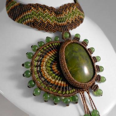 Serpentine macrame necklace
