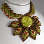 Serpentine flower macrame necklace