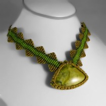 Serpentine zig zag macrame necklace
